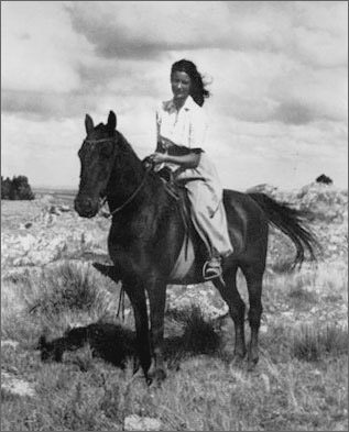 photo of Catherine Schuon on a horse