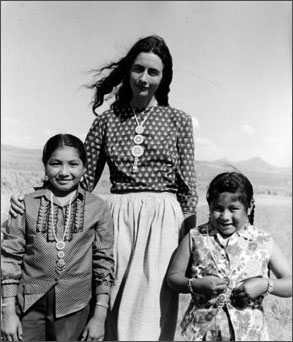 photo of Catherine Schuon with 2 Native American children